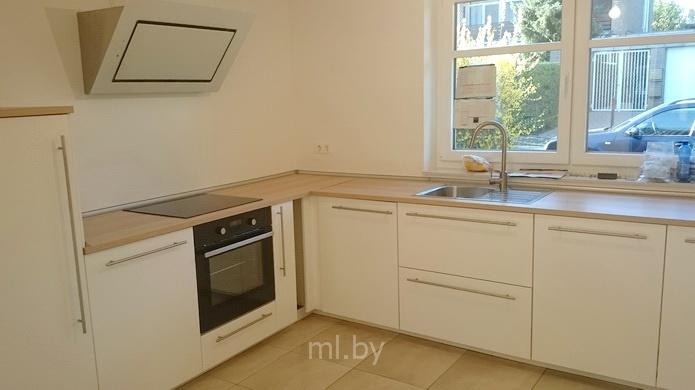 угловая кухня без верхних шкафов Mlby