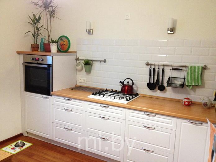 Белая кухня столешница бук столешница из камня саратов купить